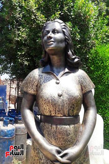 تمثال-ليلي-مراد-بشاطئ-الغرام-في-مطروح-(6)