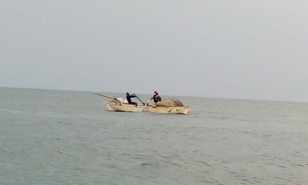 قارب في البحيرات المرة فى فايد