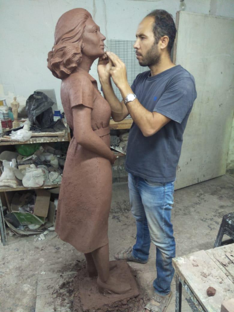 تمثال ليلى مراد خلال نحته (2)