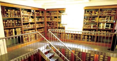 أحد جوانب المكتبة