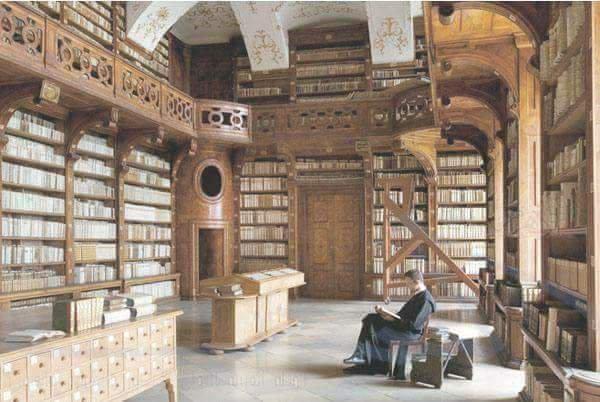 داخل المكتبة
