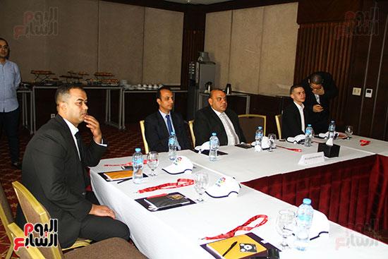 مؤتمر صحفى - VAR (3)