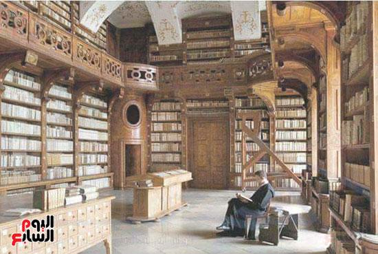 داخل-المكتبة