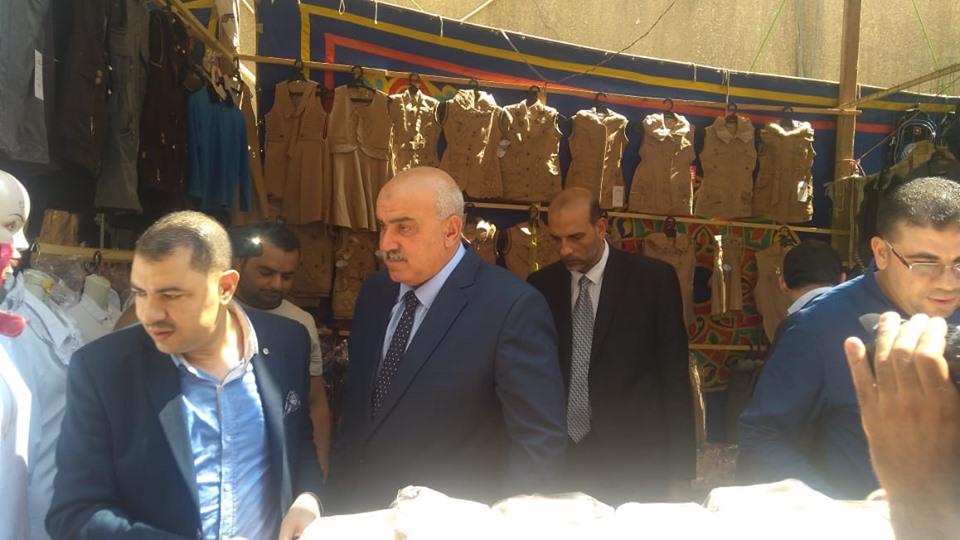 مدير أمن كفر الشيخ يفتتح معرض الغرفة التجارية لمستلزمات المدارس (2)