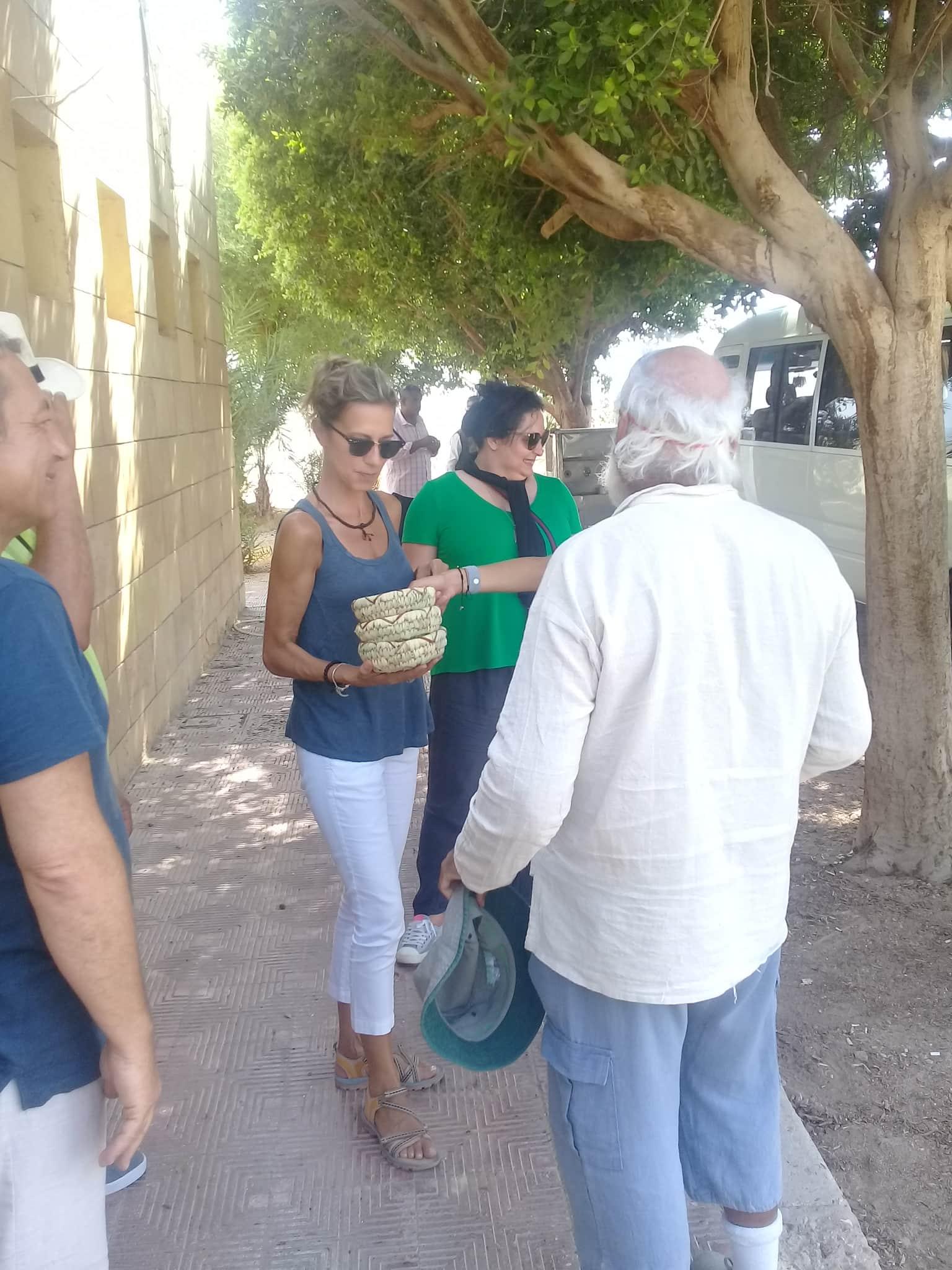 وفود سياحية تزور آثار تل العمارنة (4)
