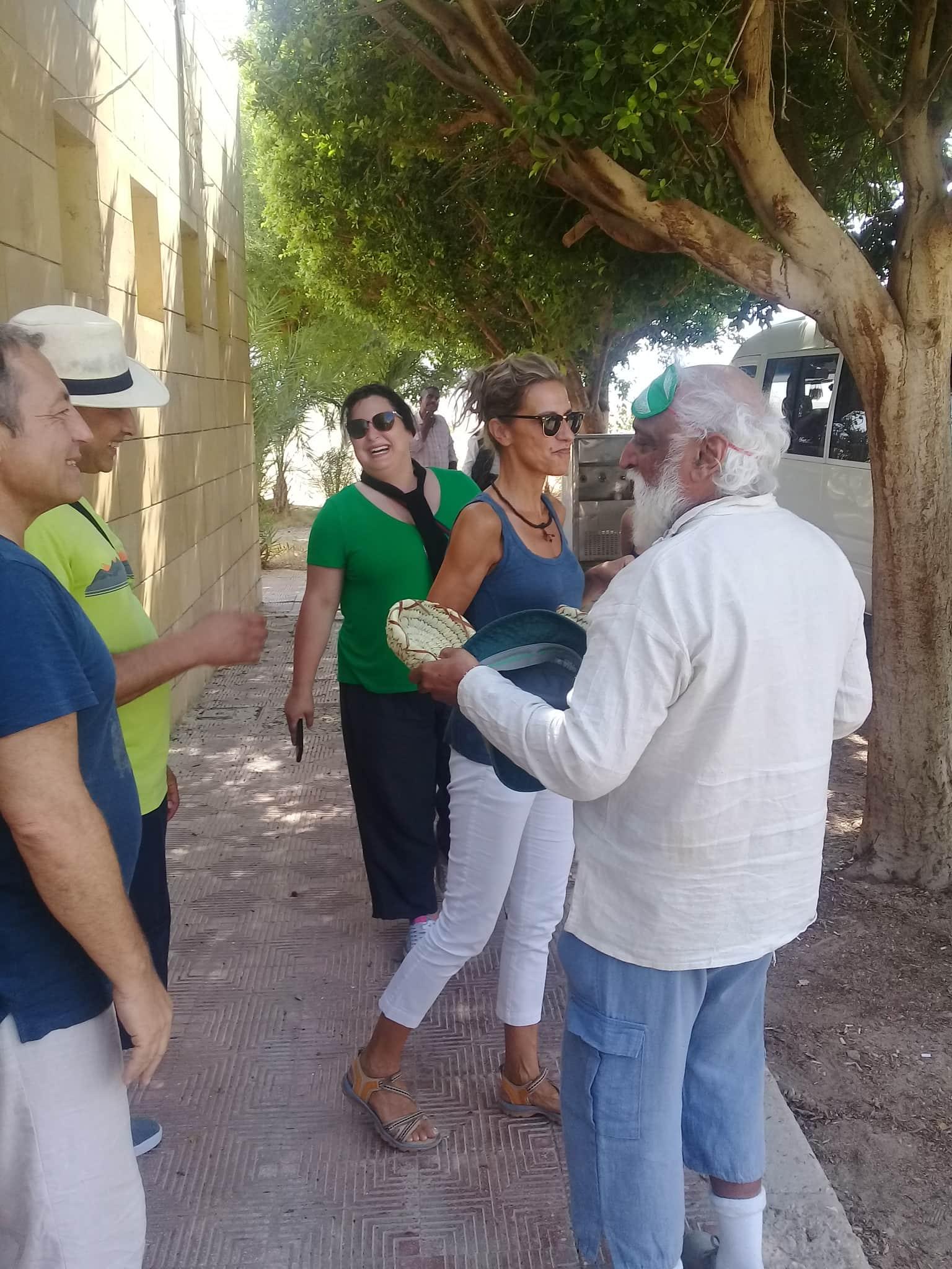 وفود سياحية تزور آثار تل العمارنة (2)