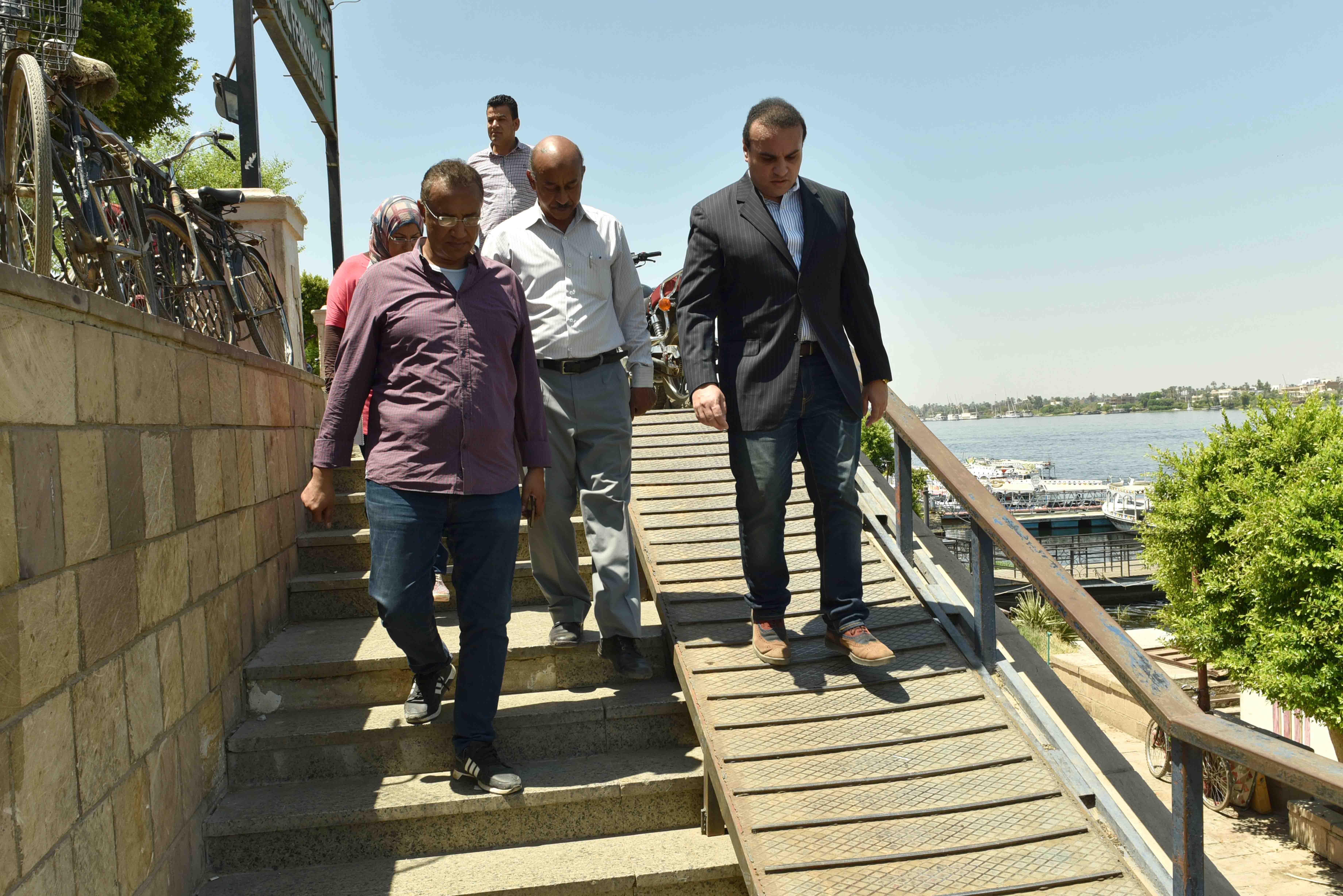 جولة نائب محافظ الأقصر يتفقد تطوير كورنيش النيل (4)