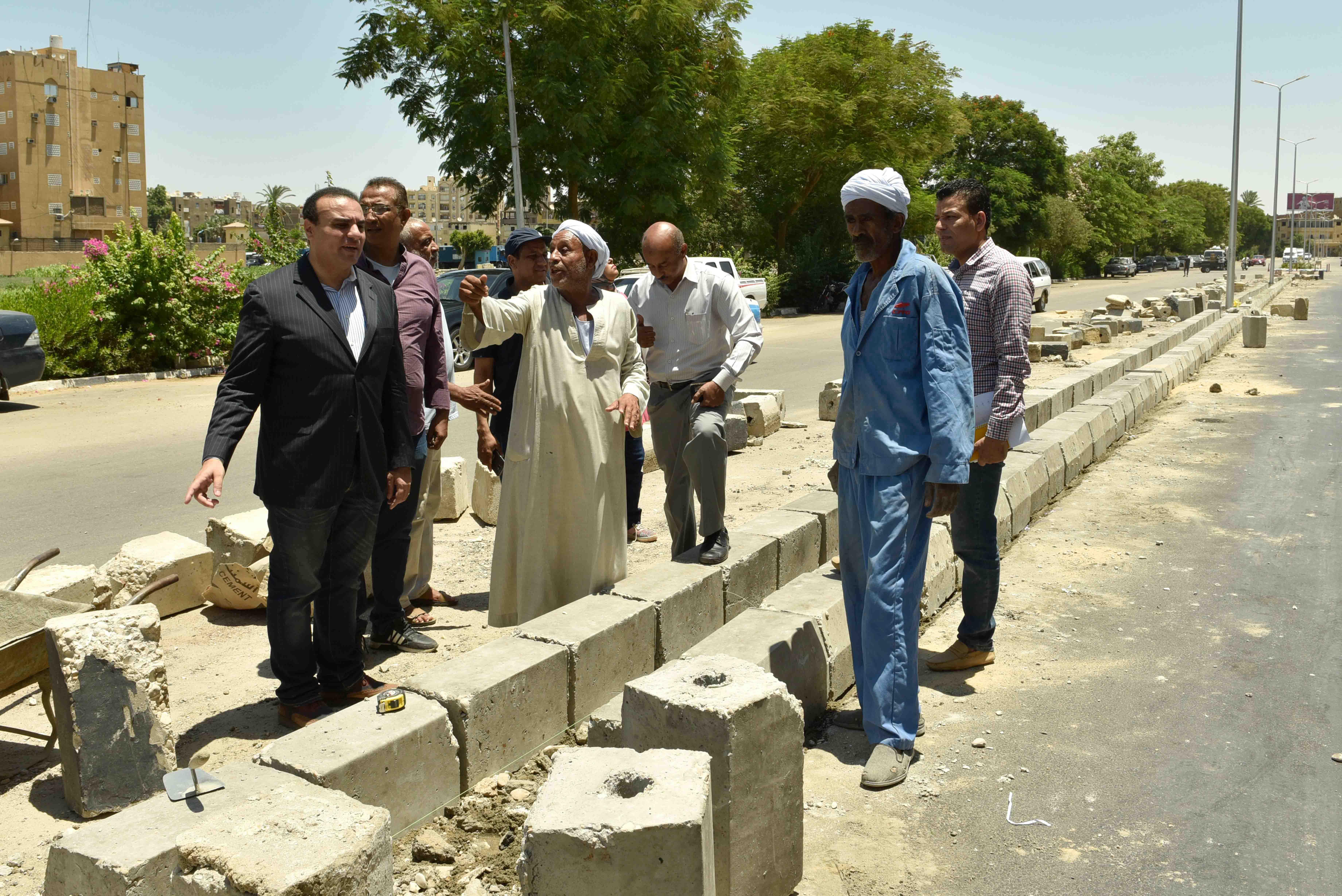 جولة نائب محافظ الأقصر يتفقد تطوير كورنيش النيل (10)