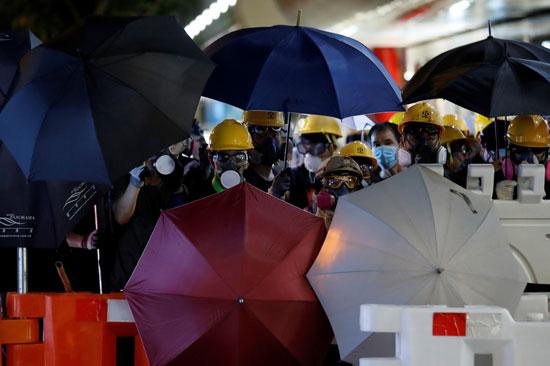 عشرات المحتجين