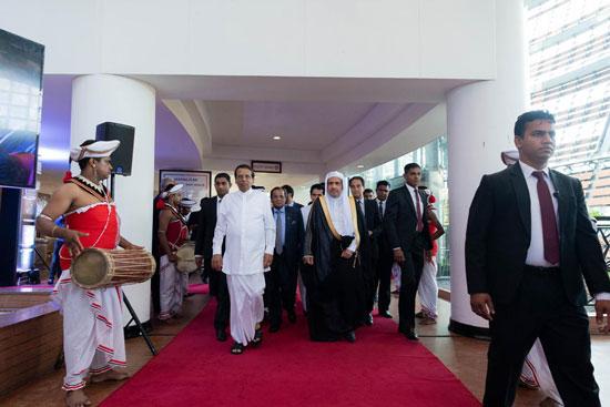 الشيخ د محمد العيسي مع الرئيس السيريلانكي.