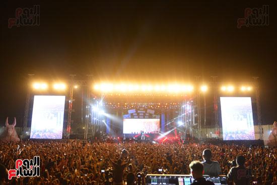 الأمريكى راس يلهب أجواء أولى حفلاته فى مصر (3)