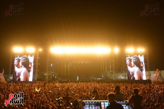 الأمريكى راس يلهب أجواء أولى حفلاته فى مصر (4)