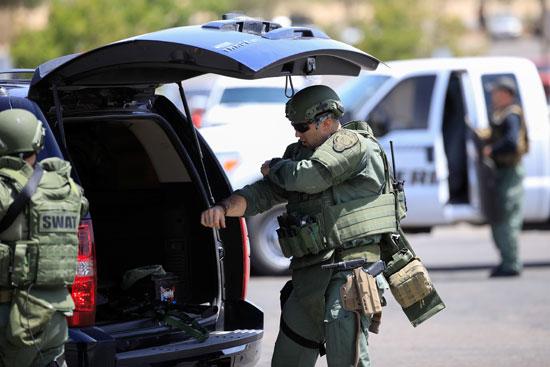 الشرطة الأمريكية بموقع اطلاق النار