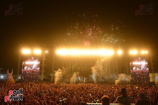 الأمريكى راس يلهب أجواء أولى حفلاته فى مصر (13)