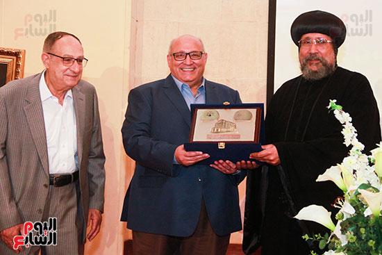 تكريم-المركز-الثقافى-للدكتور-عبد-الوهاب-عزت