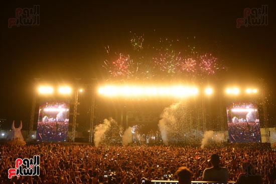 الأمريكى راس يلهب أجواء أولى حفلاته فى مصر (11)