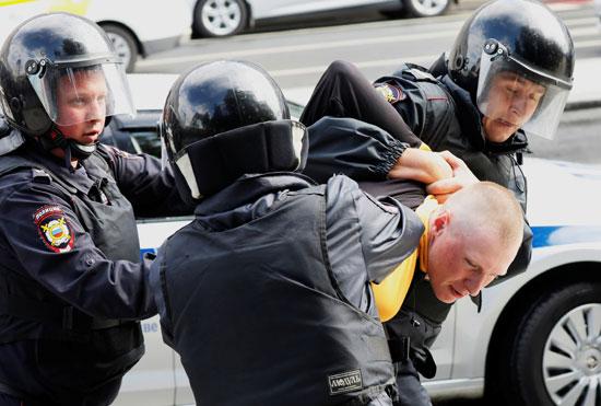 الشرطة الروسية تعتقل محتج