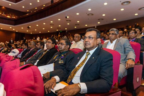 حضور كبير للعلماء وطلبة العلم من المسلمين.