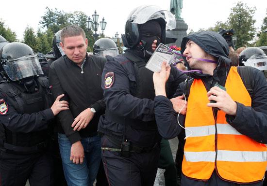 اعتقالات فى صفوف المحتجين