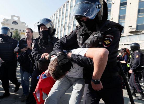 جانب من عنف الشرطة الروسية