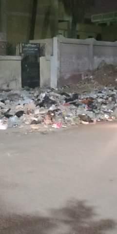 القمامة تحاصر مدرسة الرافعي بشبرا الخيمة (3)