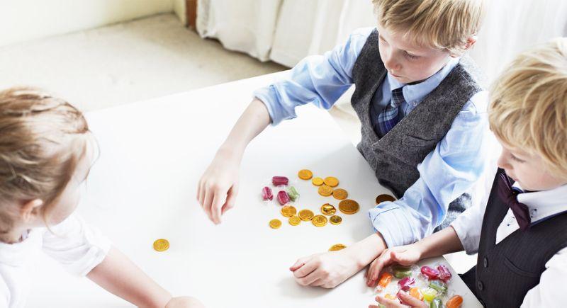 نصائح للتعامل مع الطفل الطماع (2)