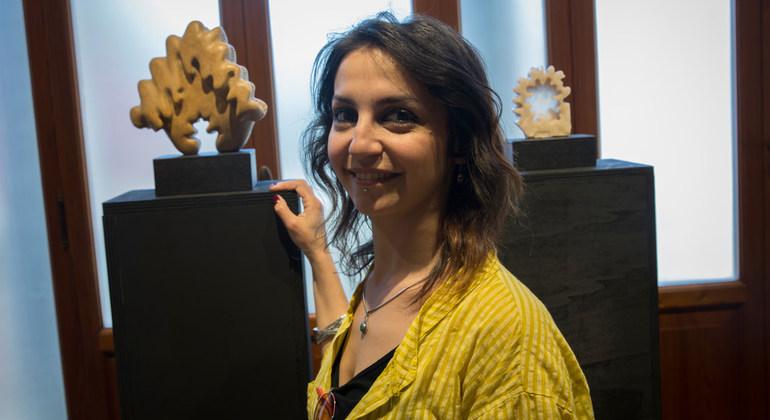 الاجئة السورية الفنانة رشا ديب