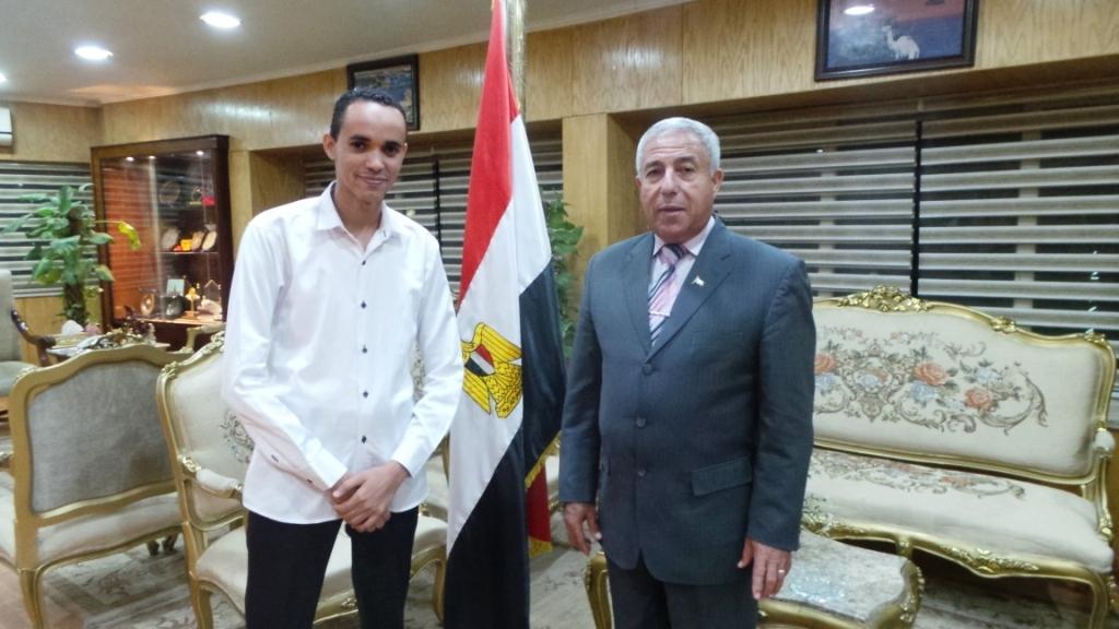 محافظ أسوان وصحفى اليوم السابع