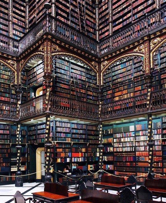 مكتبة كبرى