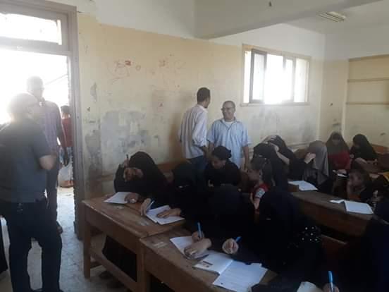 اختبارات محو الأمية بقافلة جامعة المنيا (5)