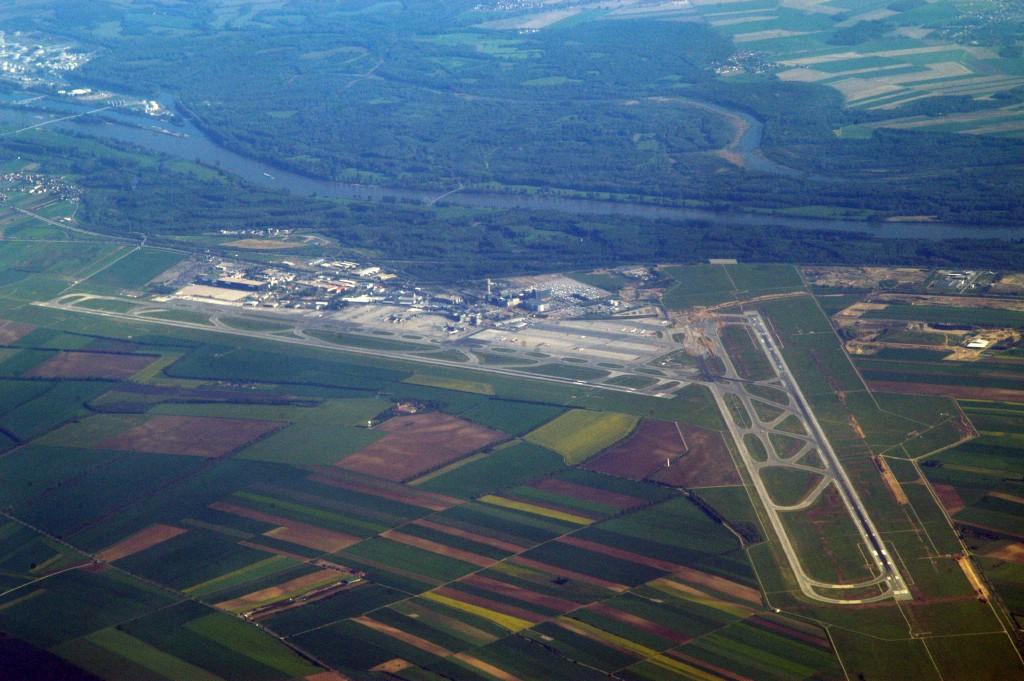 مطار فيينا