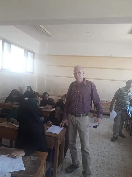 اختبارات محو الأمية بقافلة جامعة المنيا (2)