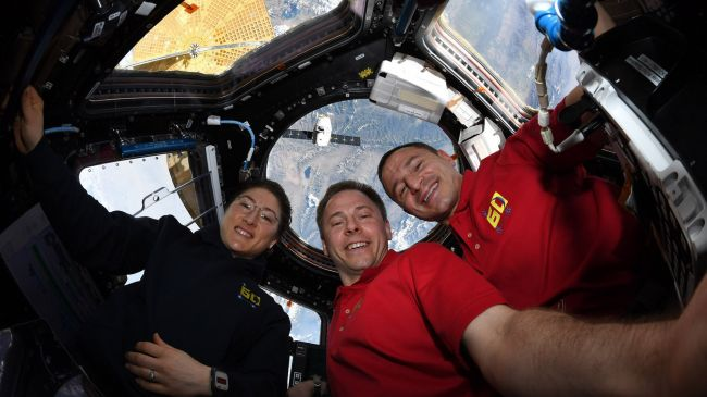 The ISS team received the Dragon vehicle