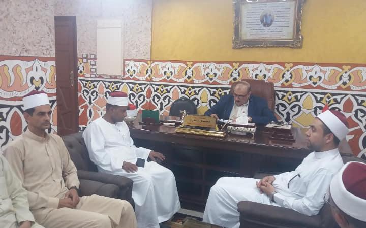 1- وكيل وزارة الأوقاف أثناء الإجتماع