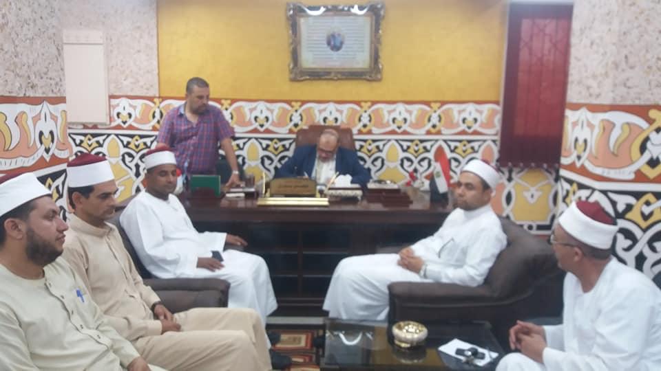 2- وكيل وزارة الأوقاف أثناء الإجتماع