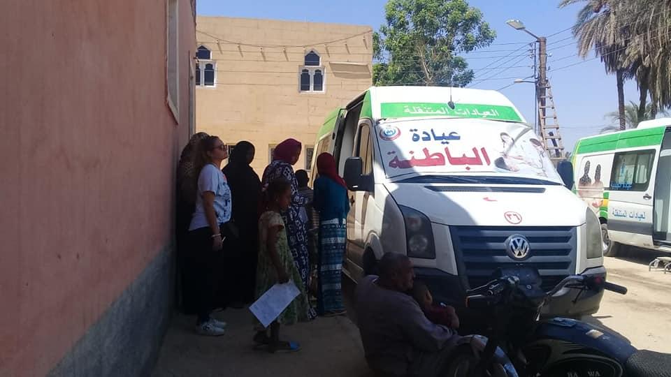 رئيس مدينة الطود تفقد قافلة طبية للصحة خلال فحصها 350 مواطن من أهالي قرية منشية النوبة  (4)