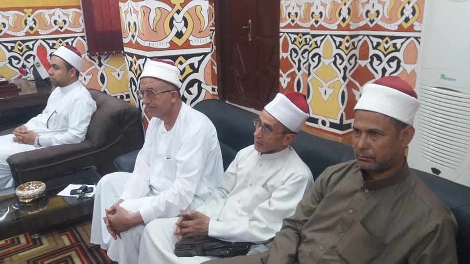 3- وكيل وزارة الأوقاف أثناء الإجتماع