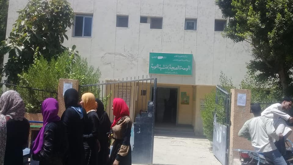رئيس مدينة الطود تفقد قافلة طبية للصحة خلال فحصها 350 مواطن من أهالي قرية منشية النوبة  (3)