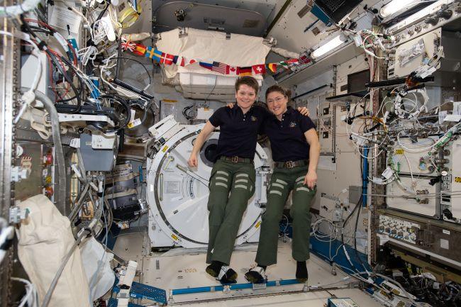 رائدات الفضاء كريستينا وآن ماكلين