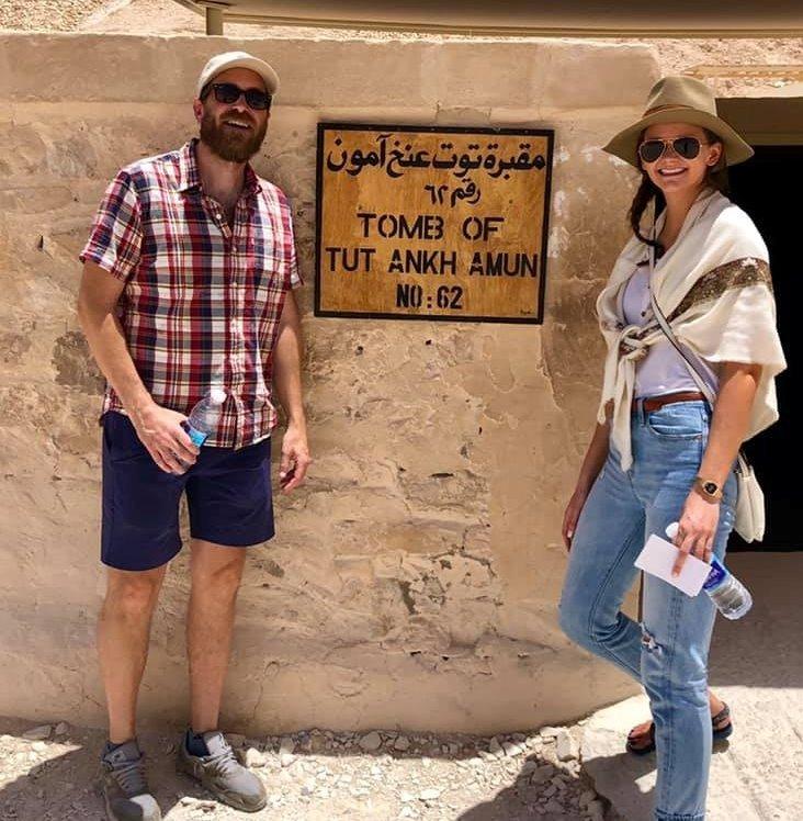 السائحون الأجانب يتحدون حرارة الطقس ويزورون معالم الأقصر الآثرية في الشرق والغرب (17)