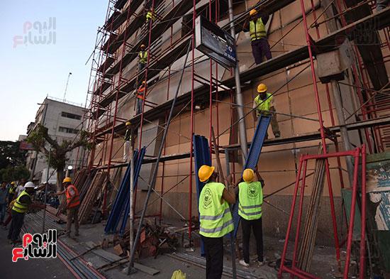 رئيس الوزراء يتفقد مبنى معهد الأورام ويزور مصابى الحادث الإرهابى (10)