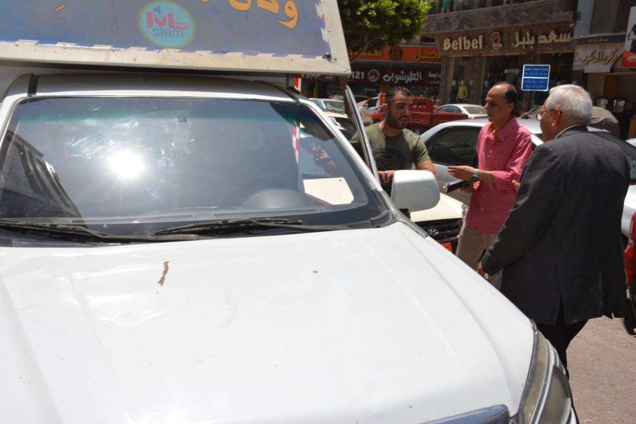 جانب من جولة المحافظ التفقدية لأعمال رصف شارع النخلة (3)