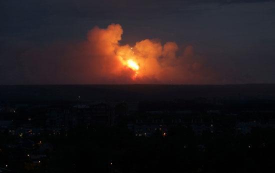 انفجارات ليلية