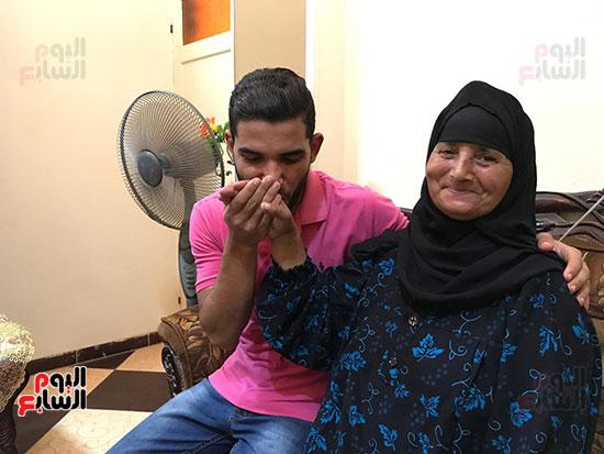 طالب يفاجئ والدته بـفوتوسيشن عقب تخرجه (26)