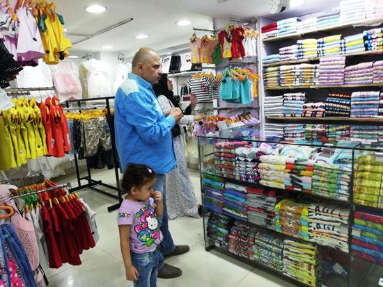 محال وسط البلد تشهد إقبالا على الشراء بالتزامن مع تخفيضات الأوكازيون الصيفى (9)