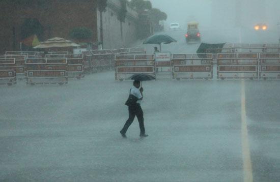 أمطار غزيزة تضرب نيودلهى فى الهند (6)