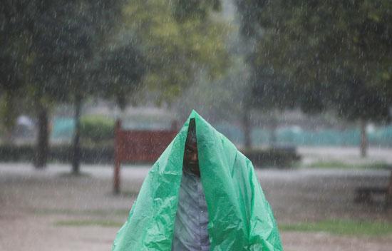 أمطار غزيزة تضرب نيودلهى فى الهند (4)
