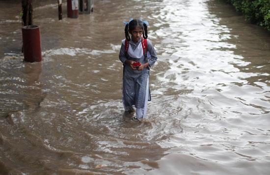 أمطار غزيزة تضرب نيودلهى فى الهند (1)