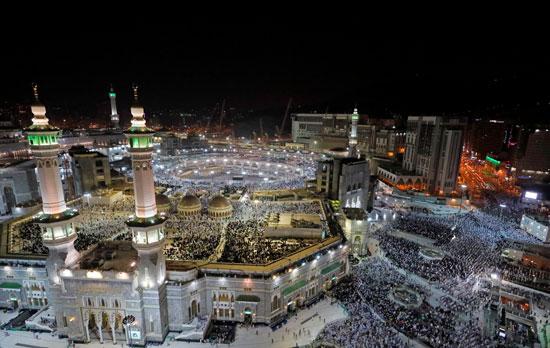 ملايين الحجاج يؤدون الصلاة بالمسجد الحرام (6)