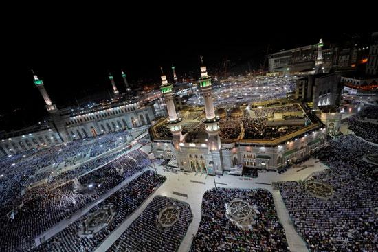 ملايين الحجاج يؤدون الصلاة بالمسجد الحرام (3)